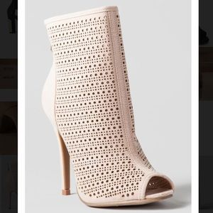 CHINESE LAUNDRY JUPITER PERFORATED BOOTIE in nude